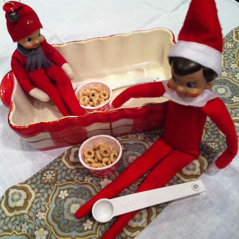 Kate Eschbach Photography - Elf on the Shelf-5